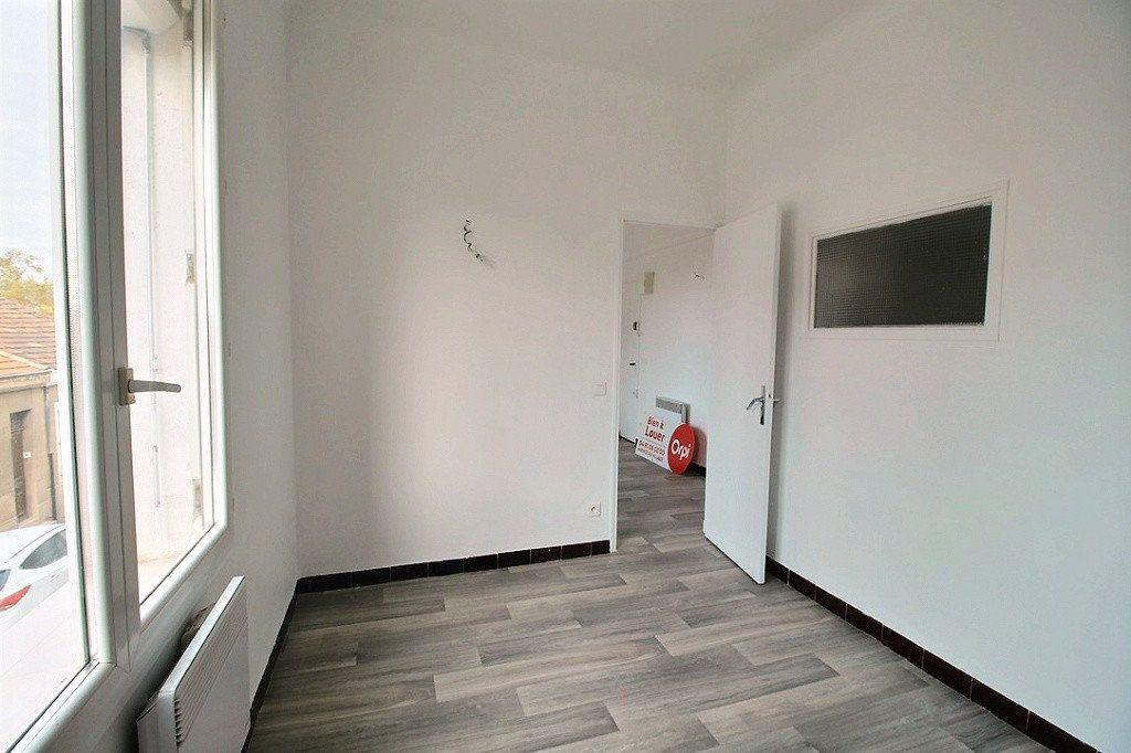 Appartement à vendre 2 30m2 à Marseille 4 vignette-3