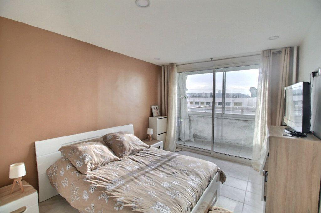 Appartement à vendre 5 93m2 à Marseille 13 vignette-3