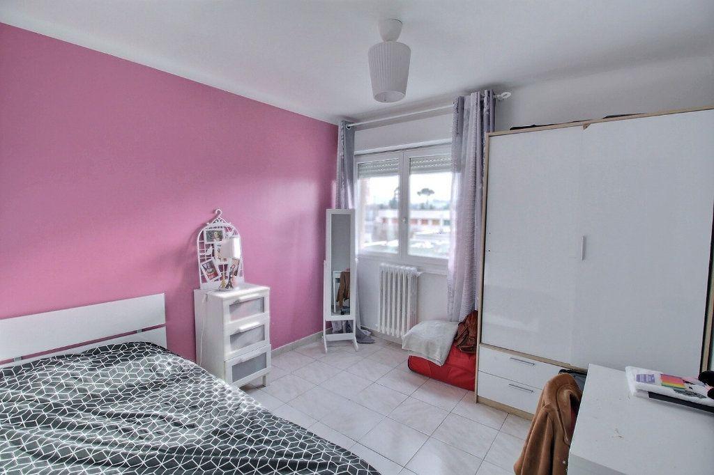 Appartement à vendre 5 93m2 à Marseille 13 vignette-4