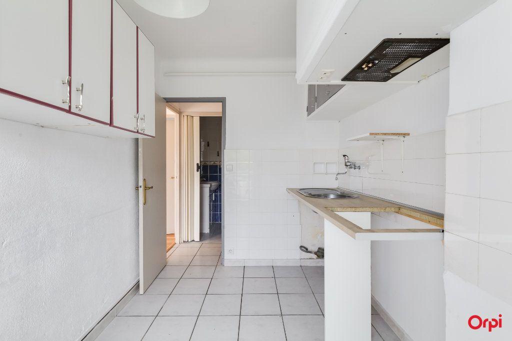 Appartement à louer 3 55m2 à Marseille 12 vignette-3