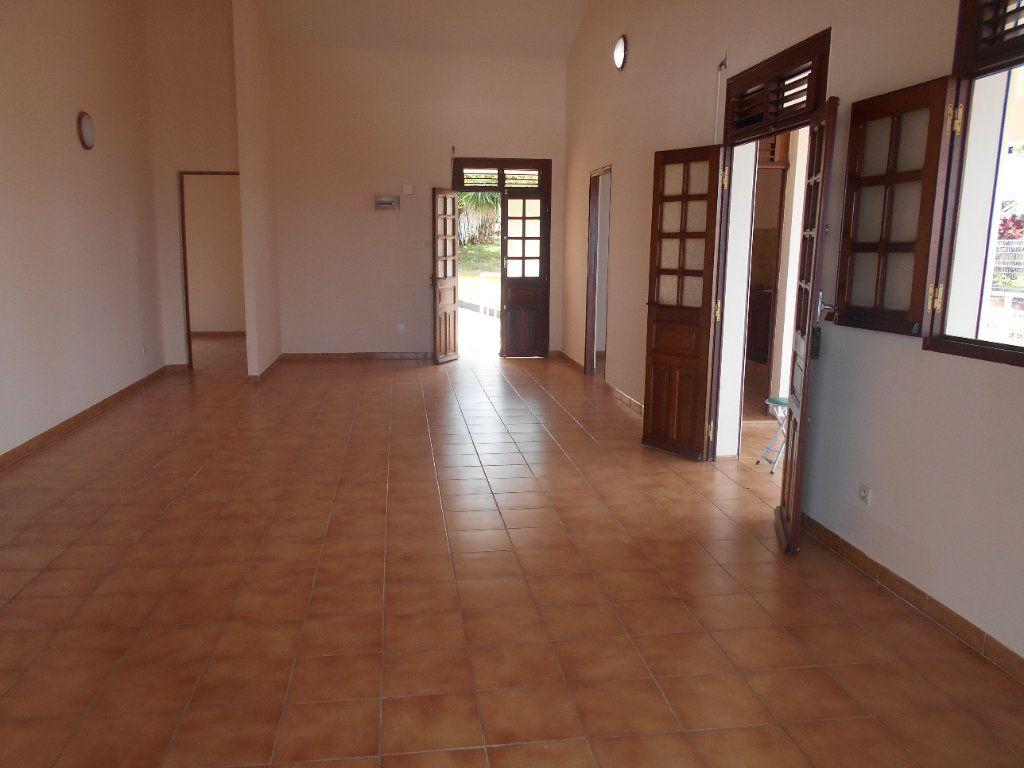 Maison à louer 4 100m2 à Rivière-Salée vignette-4