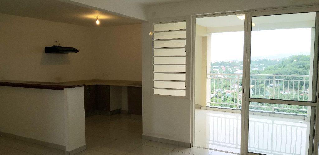 Appartement à louer 3 65.45m2 à Fort-de-France vignette-1
