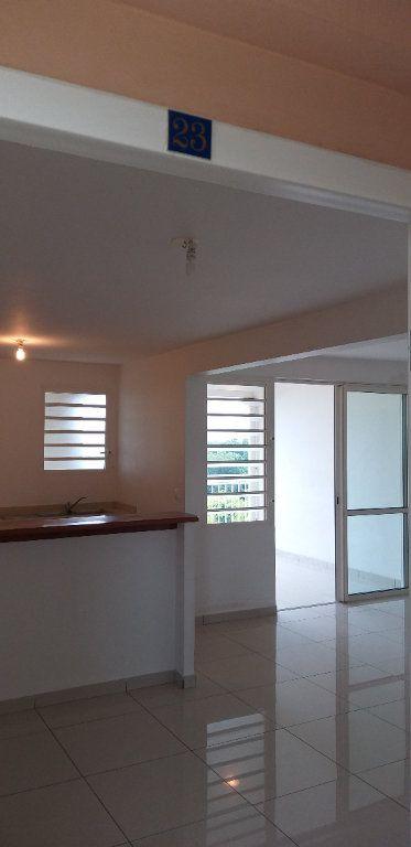 Appartement à louer 3 65.45m2 à Fort-de-France vignette-3