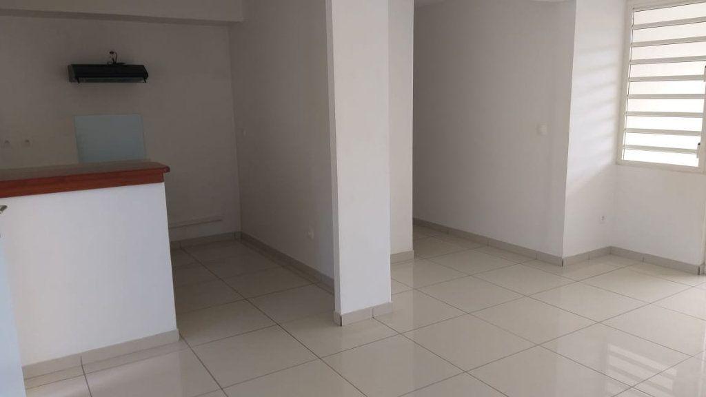 Appartement à louer 2 43.62m2 à Fort-de-France vignette-2