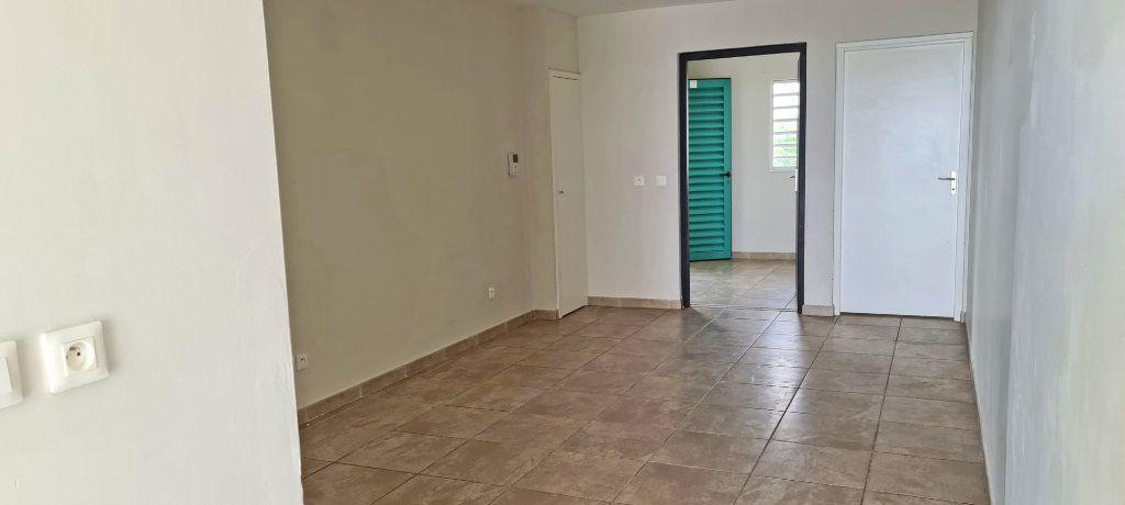 Appartement à louer 4 81.35m2 à Fort-de-France vignette-3