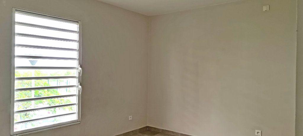 Appartement à louer 4 81.35m2 à Fort-de-France vignette-7