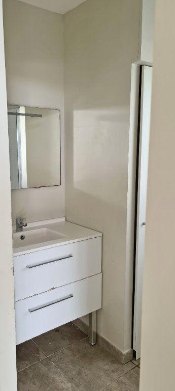 Appartement à louer 4 81.35m2 à Fort-de-France vignette-10