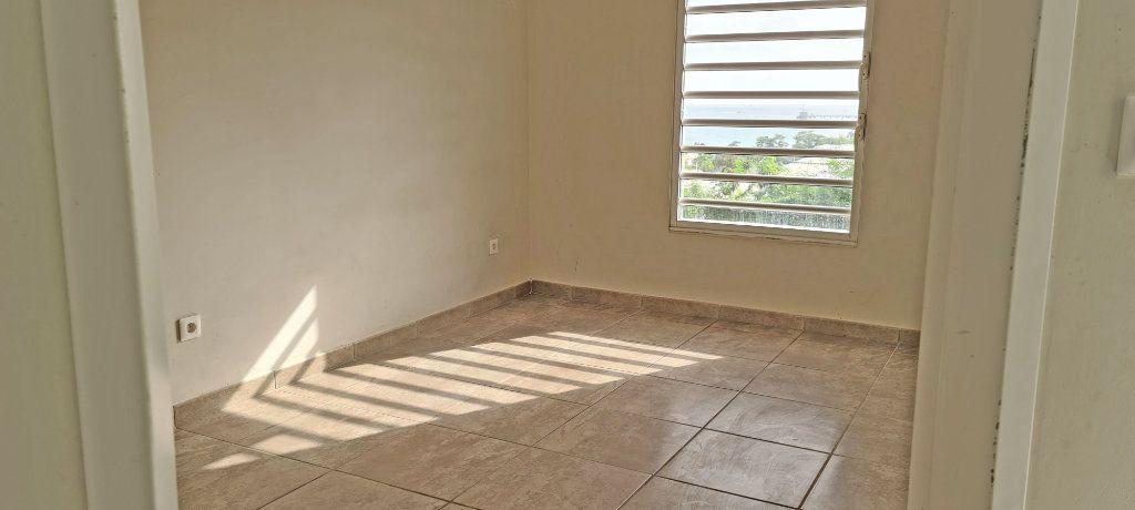 Appartement à louer 4 81.35m2 à Fort-de-France vignette-12
