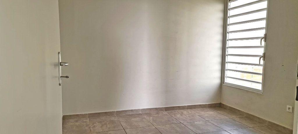 Appartement à louer 4 81.35m2 à Fort-de-France vignette-13