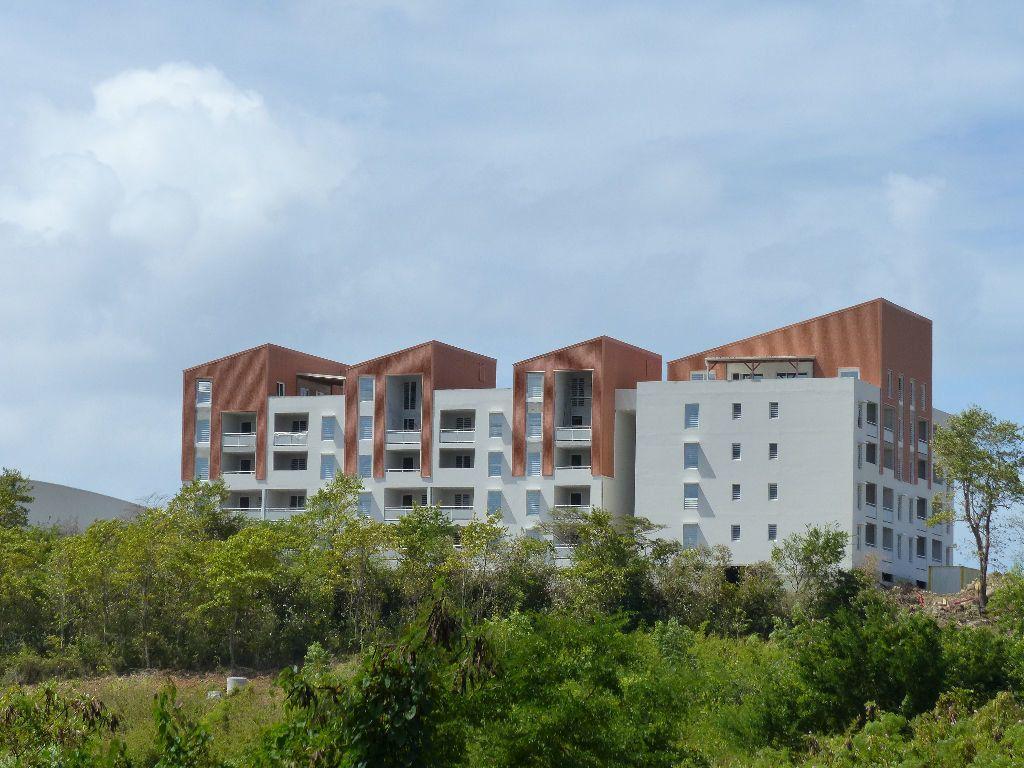 Appartement à louer 4 81.35m2 à Fort-de-France vignette-1