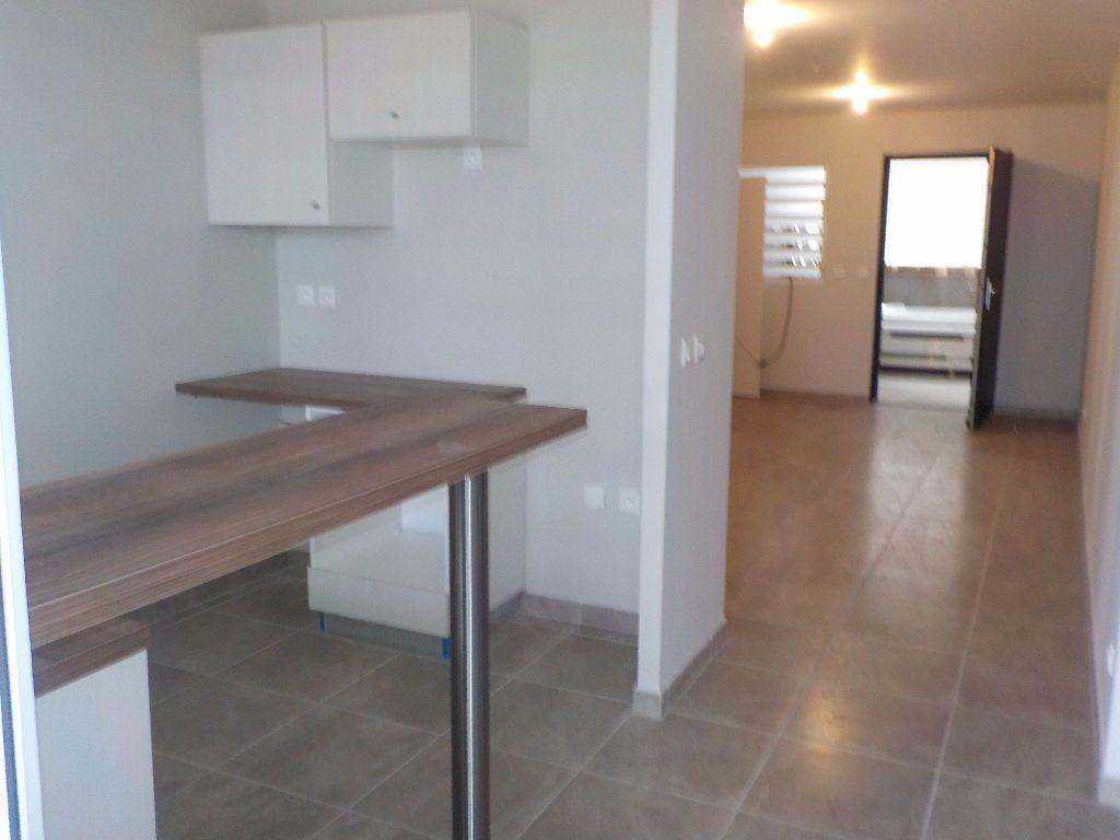 Appartement à louer 4 81.35m2 à Fort-de-France vignette-2