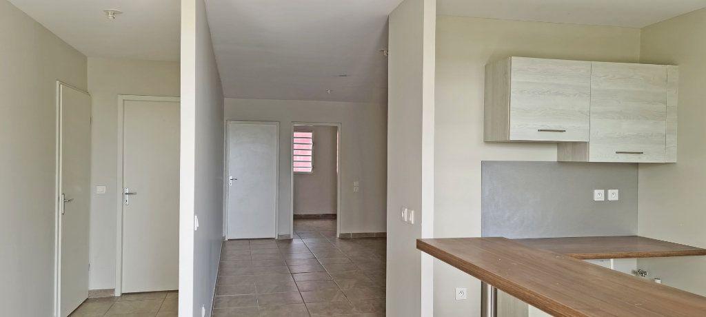 Appartement à louer 4 80.86m2 à Fort-de-France vignette-2