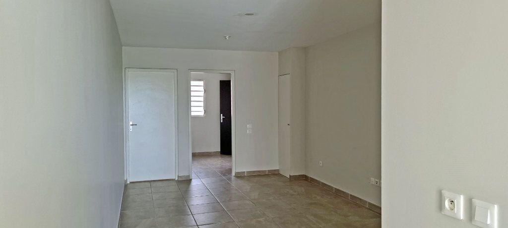 Appartement à louer 4 80.86m2 à Fort-de-France vignette-3
