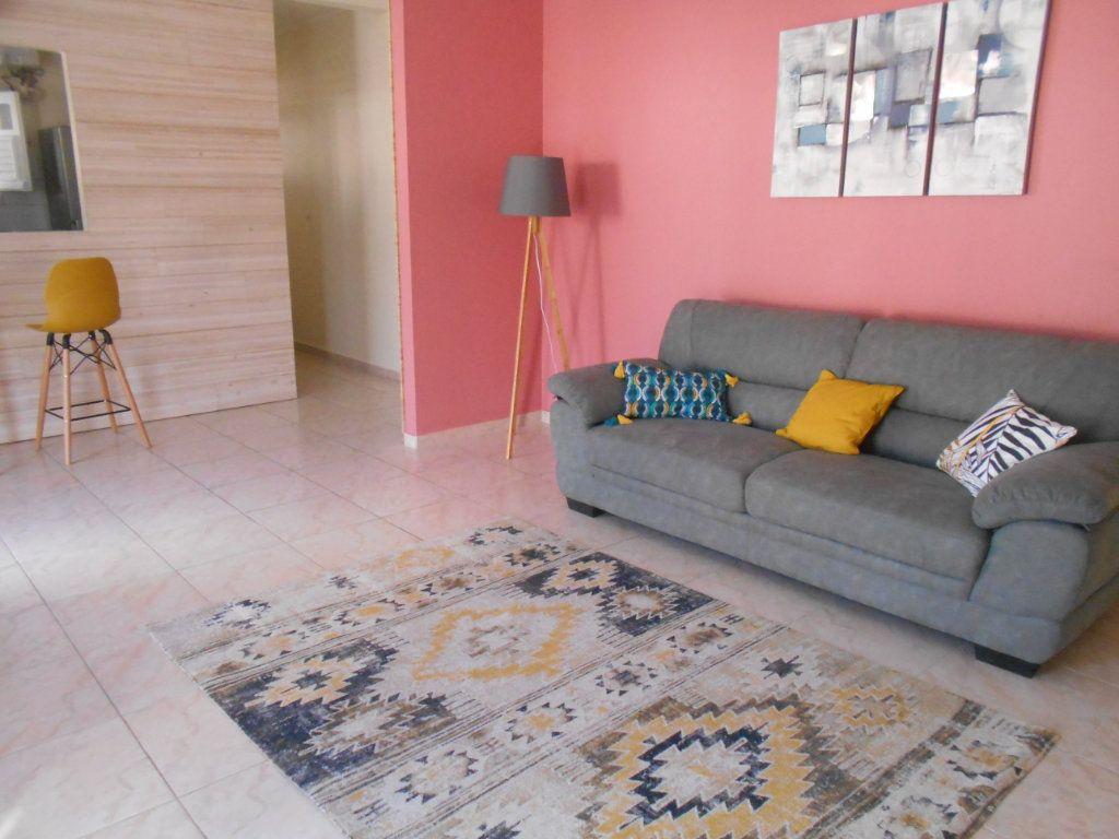 Appartement à louer 4 74.5m2 à Sainte-Luce vignette-3
