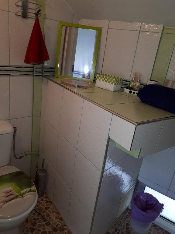 Appartement à louer 2 27.3m2 à Fort-de-France vignette-5