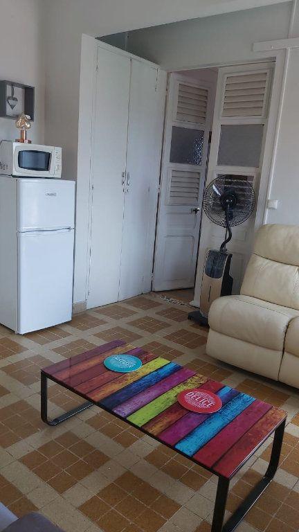 Appartement à louer 2 34.7m2 à Fort-de-France vignette-3