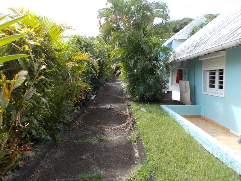 Maison à vendre 3 49.24m2 à Sainte-Anne vignette-3