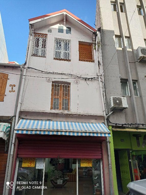 Immeuble à vendre 0 195m2 à Fort-de-France vignette-1