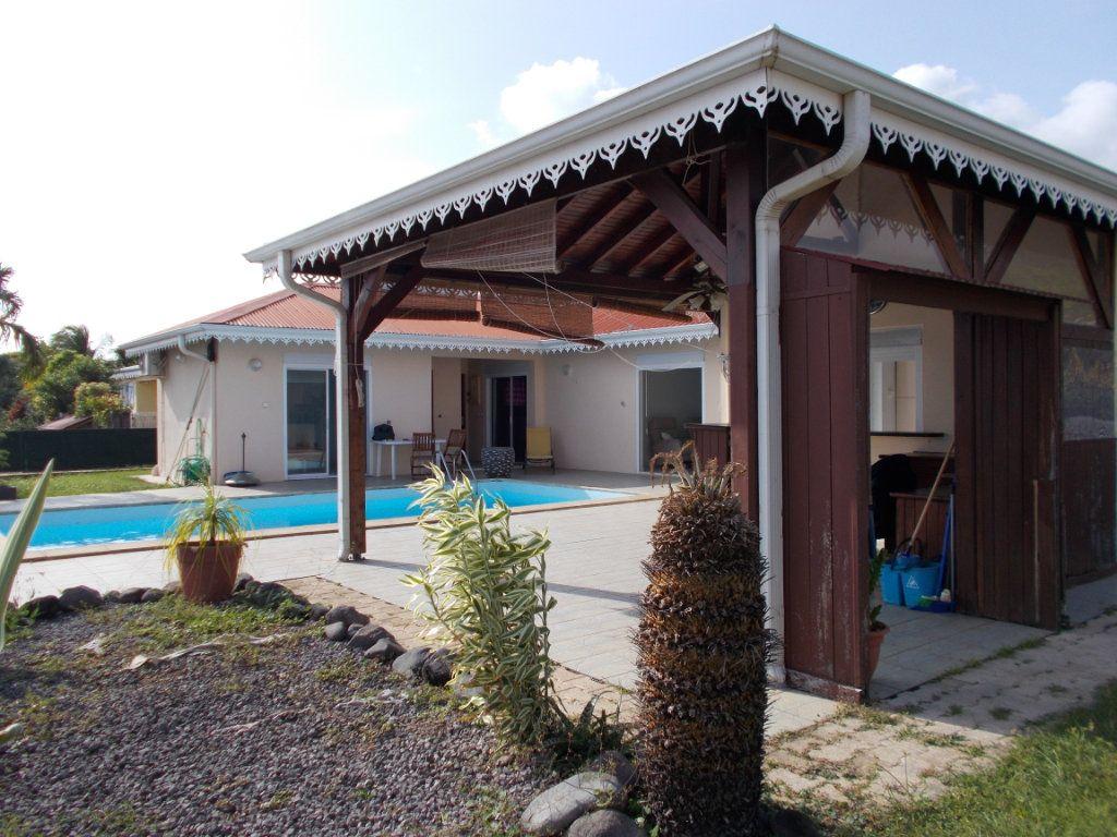 Maison à vendre 5 162.46m2 à Saint-Pierre vignette-1