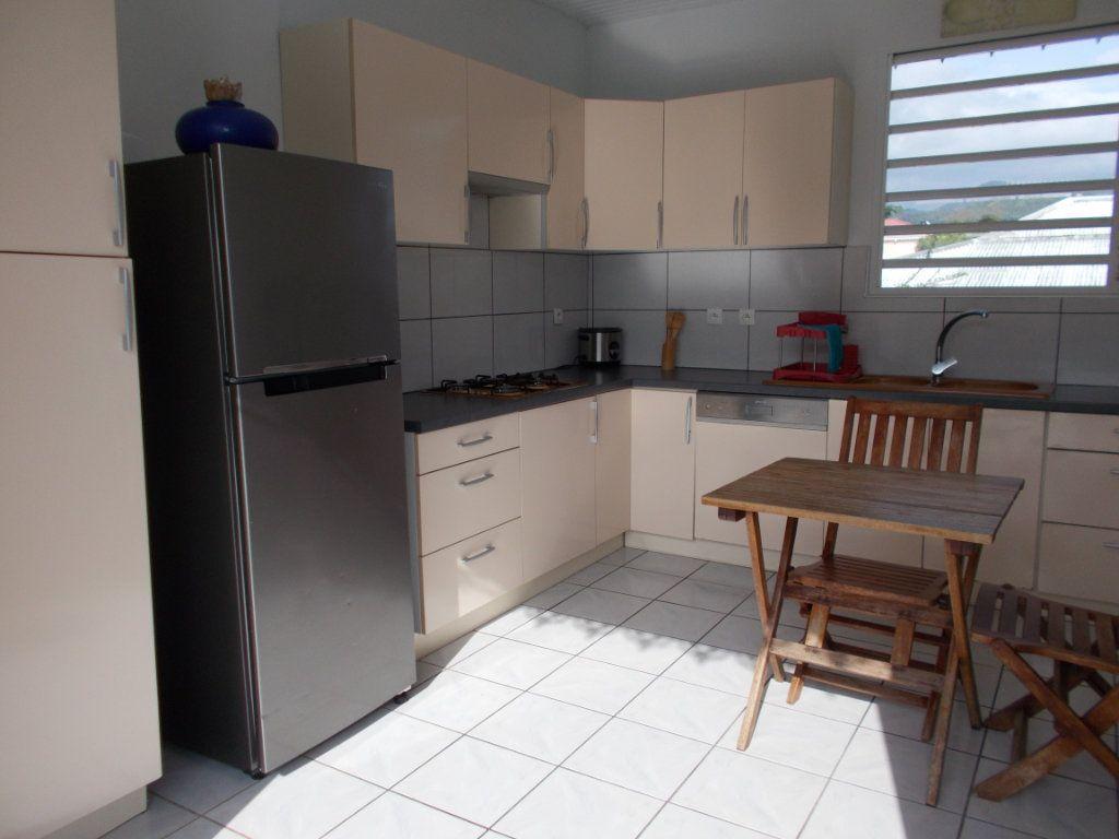 Maison à vendre 5 162.46m2 à Saint-Pierre vignette-2