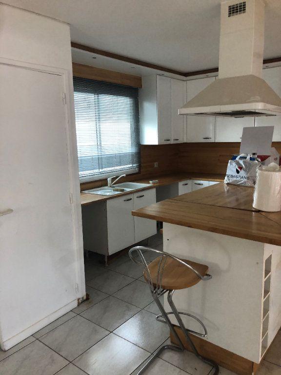 Appartement à louer 2 85.4m2 à Fort-de-France vignette-7