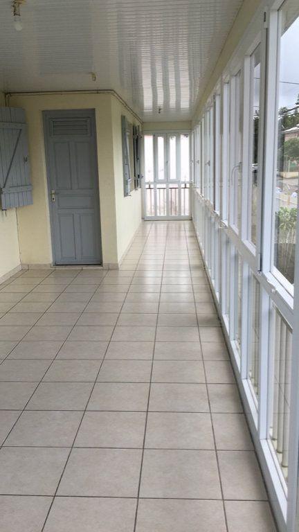 Appartement à louer 4 125.38m2 à Fort-de-France vignette-1
