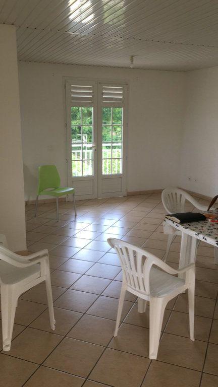Appartement à louer 4 125.38m2 à Fort-de-France vignette-2