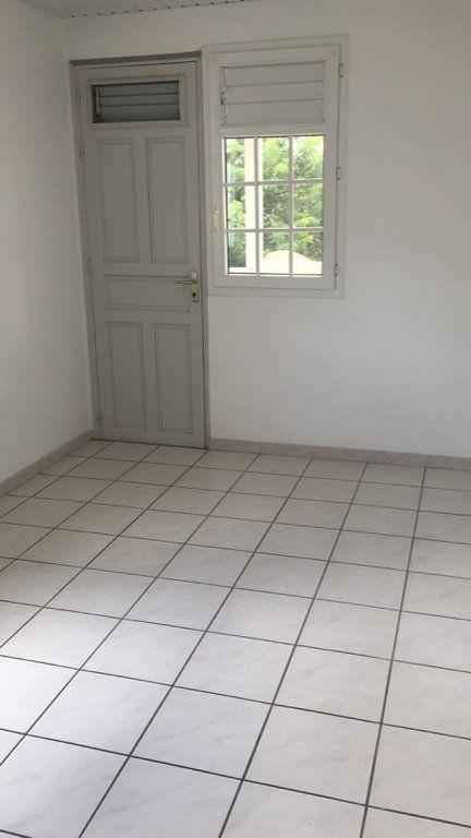 Appartement à louer 4 125.38m2 à Fort-de-France vignette-4
