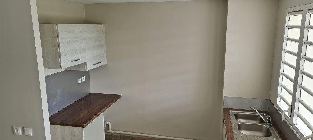 Appartement à louer 3 67.65m2 à Fort-de-France vignette-4