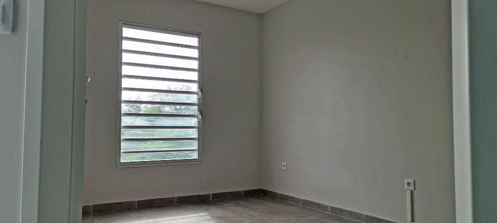 Appartement à louer 3 67.65m2 à Fort-de-France vignette-12