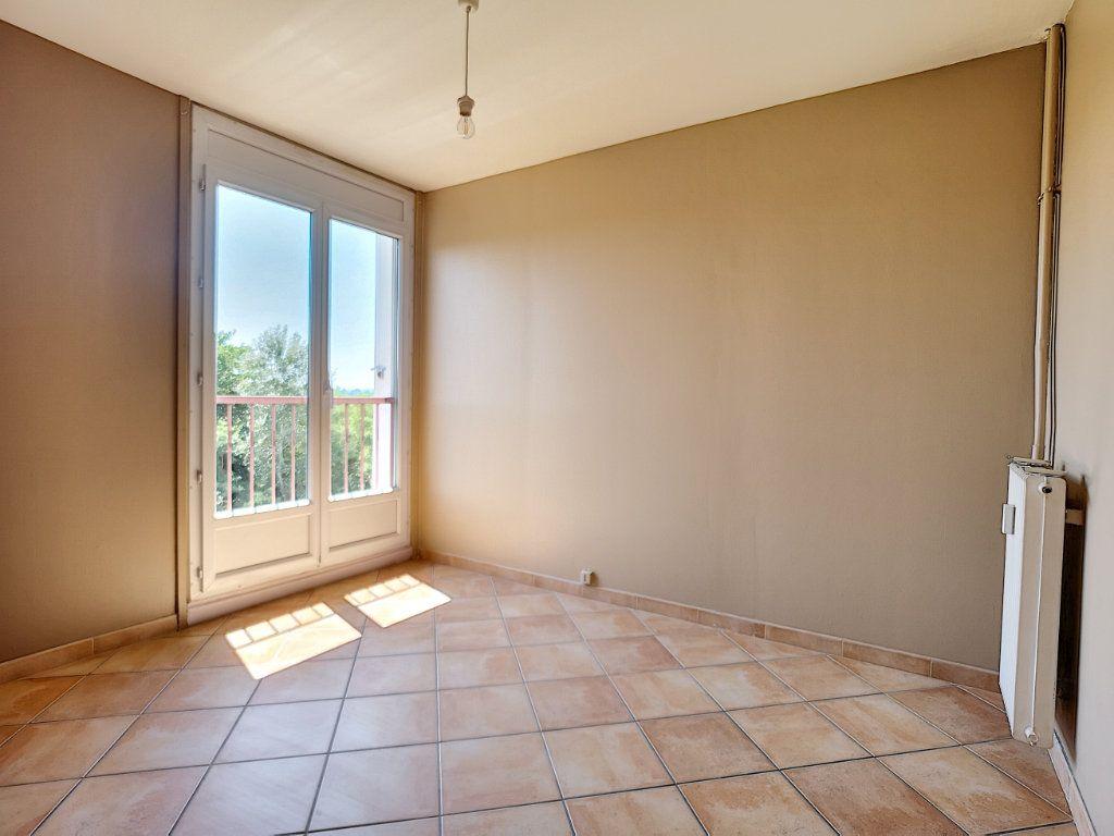 Appartement à vendre 4 81.69m2 à Le Pontet vignette-4