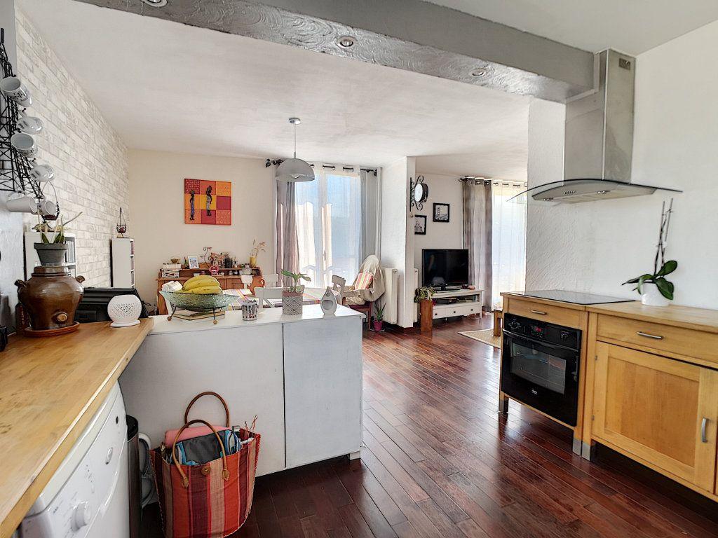Appartement à vendre 5 100.13m2 à Le Pontet vignette-3