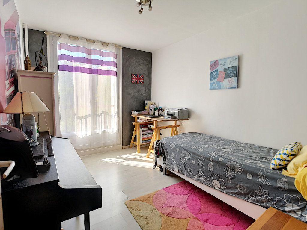 Appartement à vendre 5 100.13m2 à Le Pontet vignette-6
