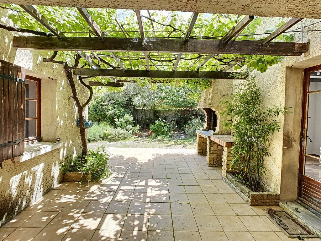 Maison à vendre 5 126.62m2 à Villeneuve-lès-Avignon vignette-1