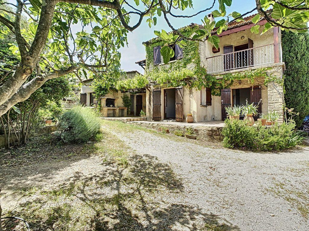 Maison à vendre 5 126.62m2 à Villeneuve-lès-Avignon vignette-9