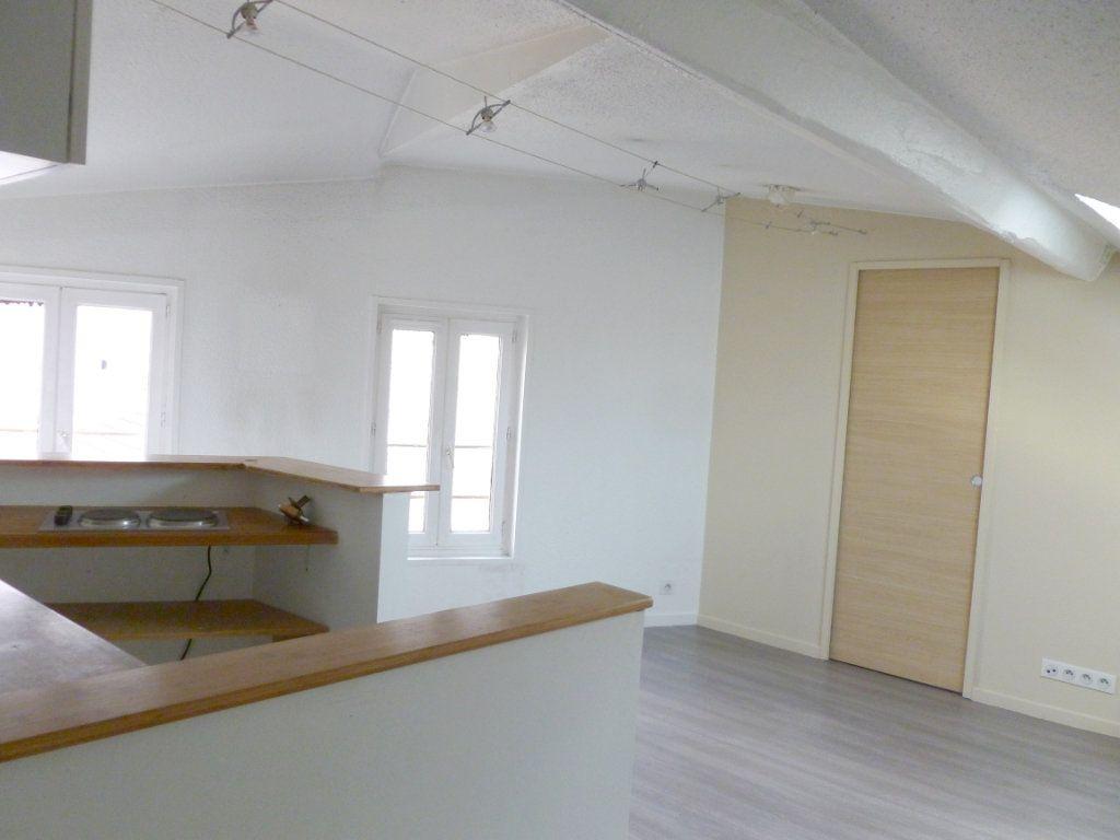 Appartement à louer 2 27.33m2 à Saint-Étienne vignette-3