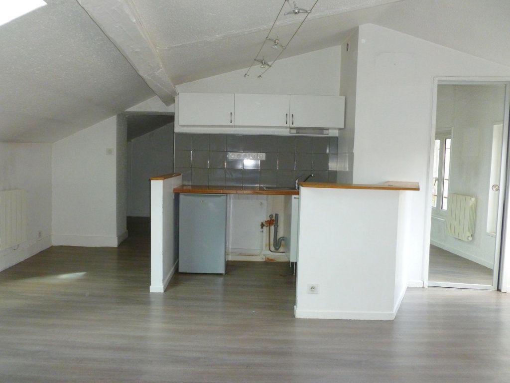 Appartement à louer 2 27.33m2 à Saint-Étienne vignette-8