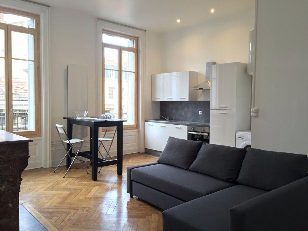 Appartement à louer 2 53m2 à Saint-Étienne vignette-1