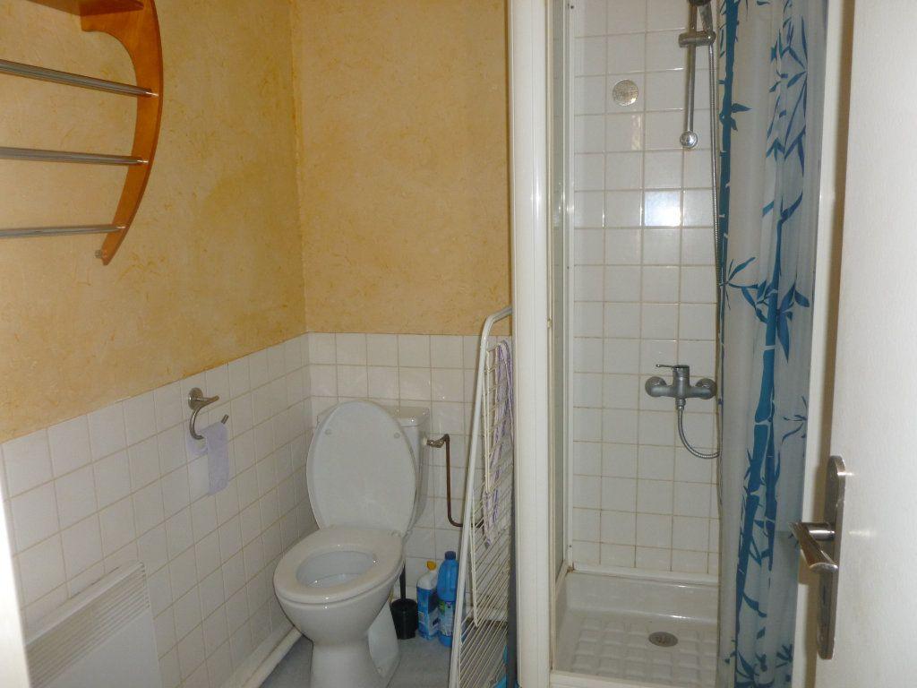 Appartement à louer 2 27.74m2 à Saint-Étienne vignette-3
