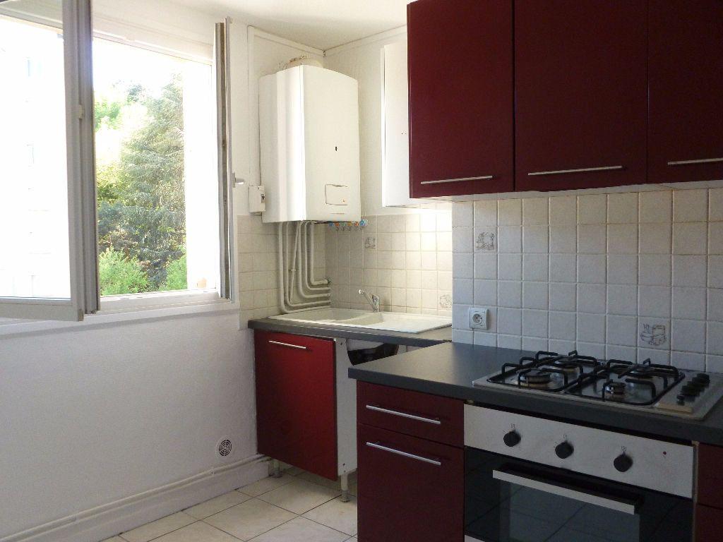 Appartement à louer 4 63.3m2 à Saint-Étienne vignette-1