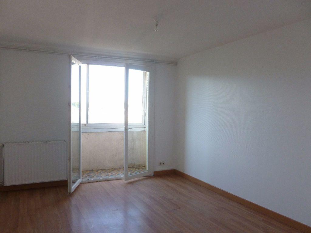 Appartement à louer 4 63.3m2 à Saint-Étienne vignette-3