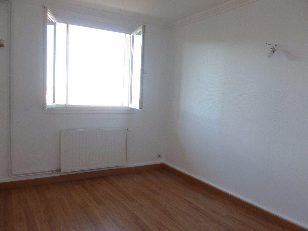 Appartement à louer 4 63.3m2 à Saint-Étienne vignette-4