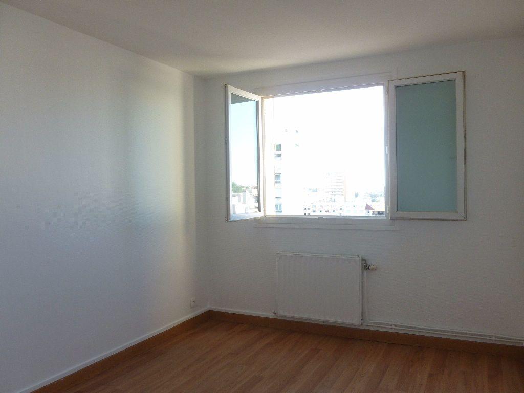 Appartement à louer 4 63.3m2 à Saint-Étienne vignette-5