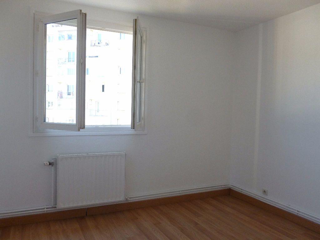 Appartement à louer 4 63.3m2 à Saint-Étienne vignette-7