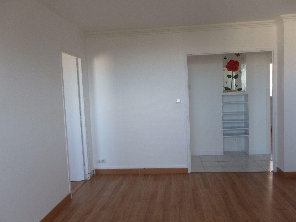 Appartement à louer 4 63.3m2 à Saint-Étienne vignette-9