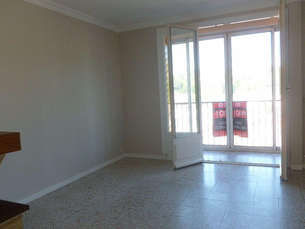 Appartement à louer 3 59.93m2 à Saint-Étienne vignette-2