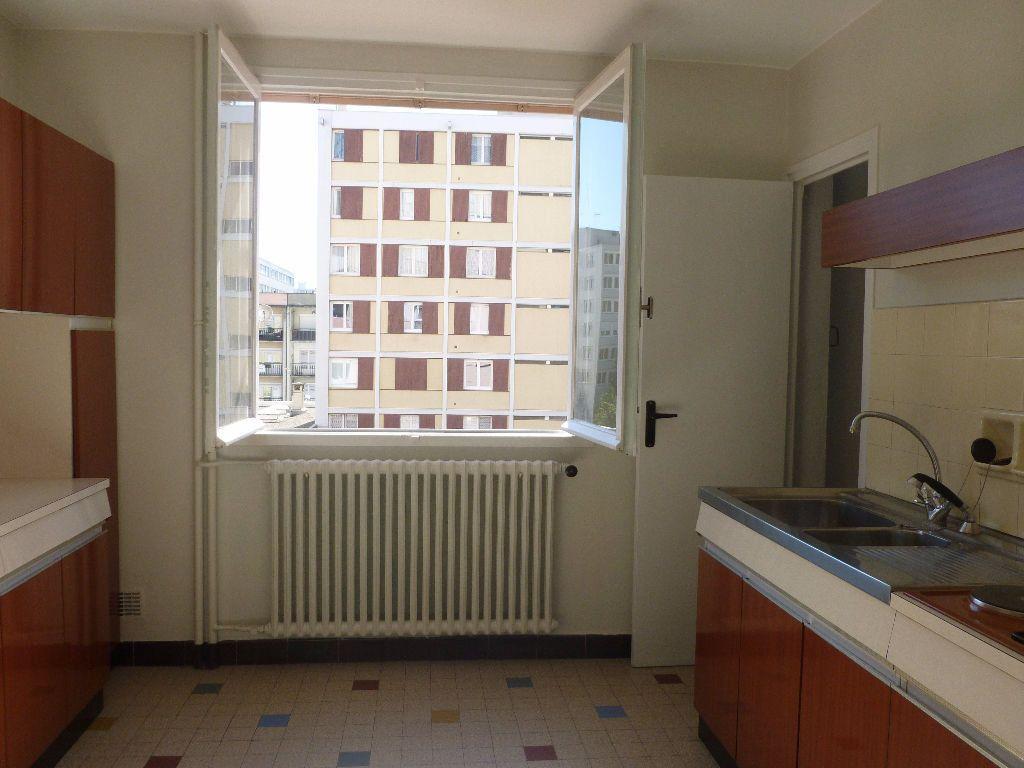 Appartement à louer 3 59.93m2 à Saint-Étienne vignette-3