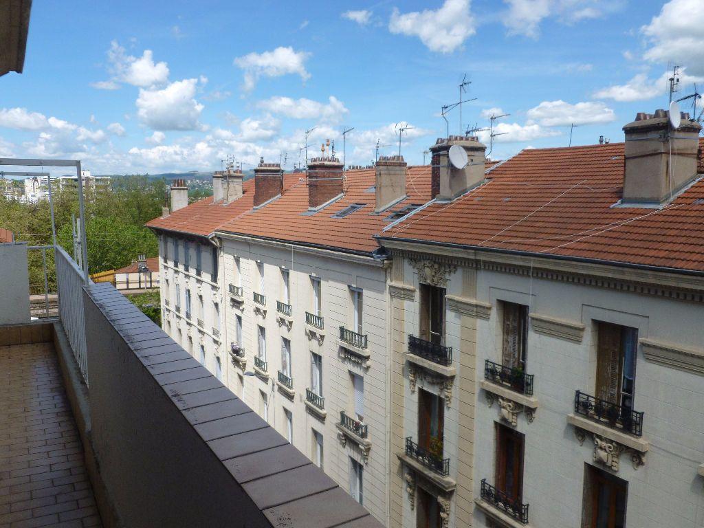 Appartement à louer 2 52.9m2 à Saint-Étienne vignette-1
