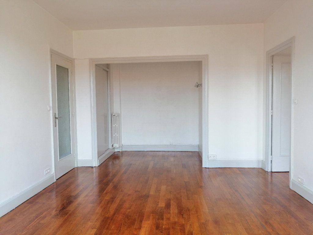 Appartement à louer 2 52.9m2 à Saint-Étienne vignette-2