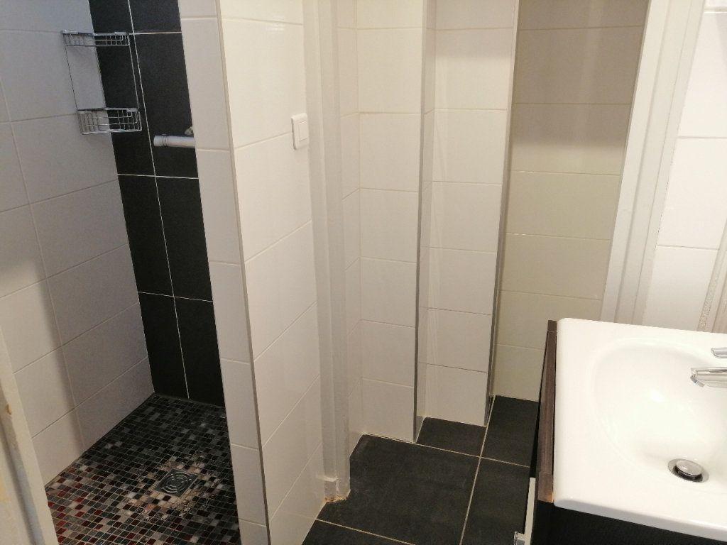 Appartement à louer 2 52.9m2 à Saint-Étienne vignette-3